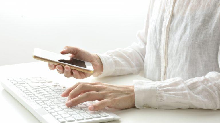会員登録制サイトでパスワードは自分で登録させるか、自動発行か?
